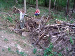Heiki Valk. Arheoloogidele avanenud pilt kalmelt. Kalme pind oli kopaga segi pööratud.