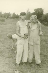Leo Metsar ja Lembit Jaanits 1946.a. Lootvina maa-aluse kalmistu kaevamistel. Foto: AI FK 10978