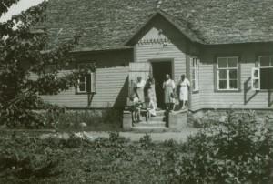 Kohtla-Järve 1946.a. kaevamistel. Uksel Marta Schmiedehelm ja Lembit Jaanits. Foto: AI FK 11008
