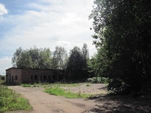 Katre kalmistu ja kirikuase. EÜE ehitas sinna 1970. aastal kaalukoja.